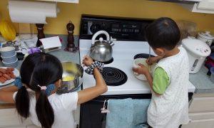 混ぜるのは子供たちの仕事。