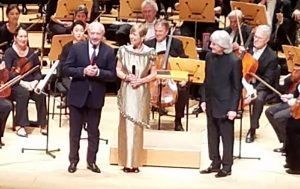 左からPavol Šepeľák大使、Dr. Hana Ayala、Carl St. Clair