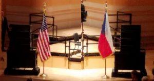 アメリカの国旗とチェコの国旗